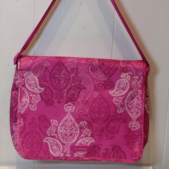 Vera Bradley Handbags - NWT Vera Bradley Messenger Bag in Stamped Paisley